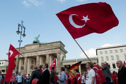 Türkischer Protest in Berlin: Türken demonstrieren gegen die Armenien-Resolution des Bundestages am 28. Mai 2016