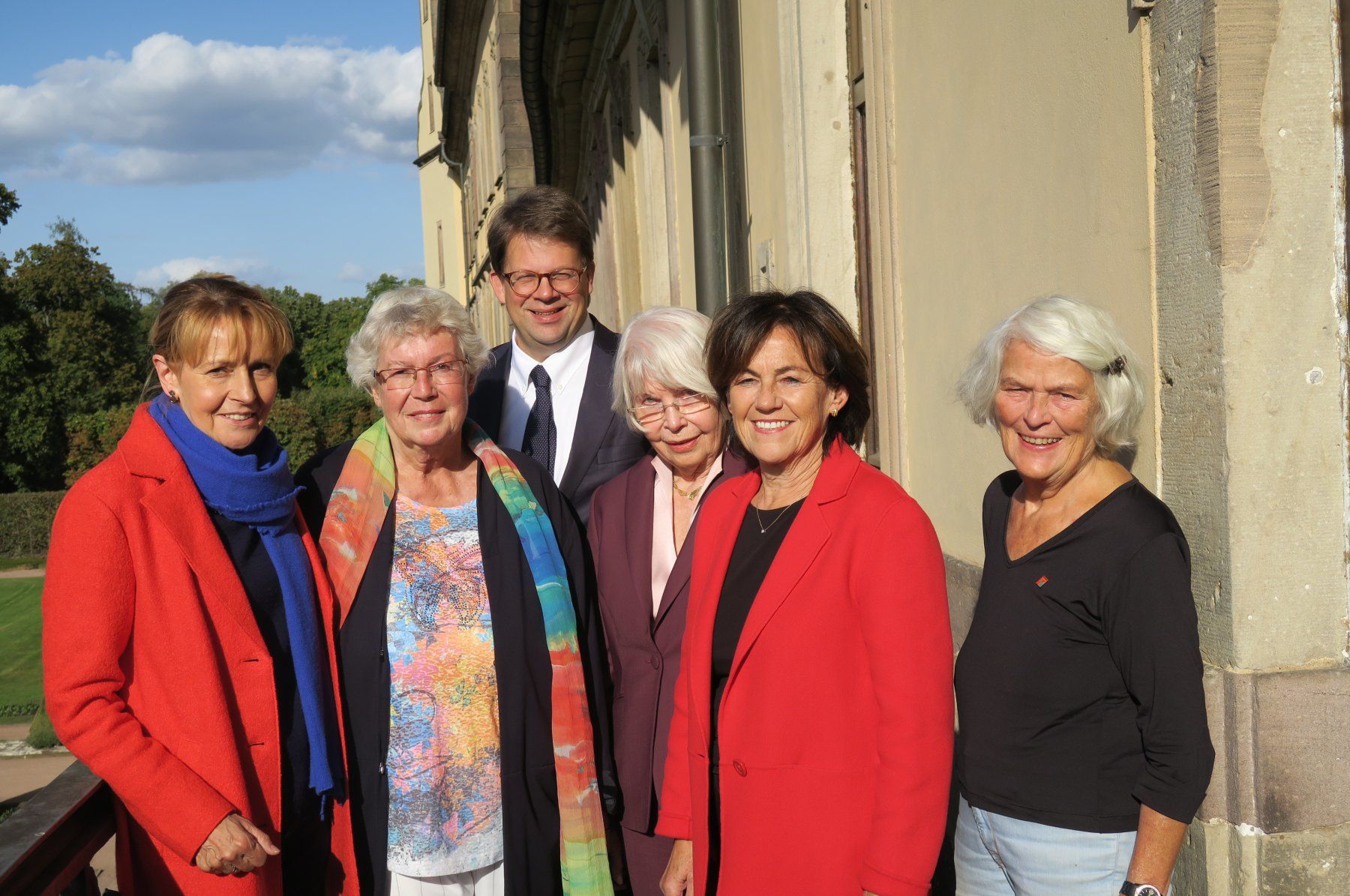 1987 in den Bundestag: Edelgard Buhlman (von links), Barbara Weiler, Rose Götte, Margit Conrad, Monika Ganseforth zusammen mit Fuldas Oberbürgermeister Heiko Wingenfeld im Oktober 2019.